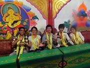 チベット料理屋のテーブル