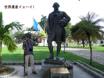 フランシス・ライトの銅像とコスプレ2号