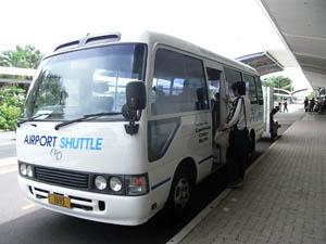 シャトルバス