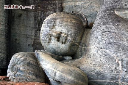 ガル・ヴィハーラ 釈迦涅槃像