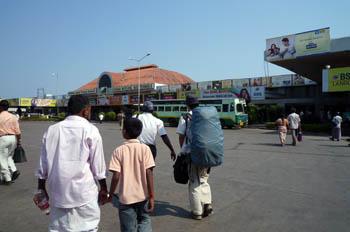 koyampetバスターミナル