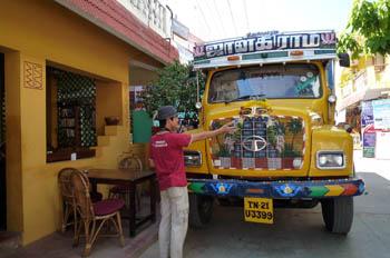 マハーバリプラム トラック