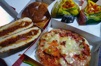 ベジタブルバーガーとベジタブルピザ