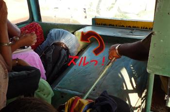 カニャークマリ行きバス