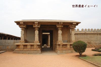 ハザーラ・ラーマ寺院