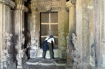 ドゥラーデーオ寺院内部