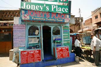 ジョニーズ・プレイス(Joney's Place)