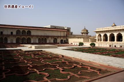 寝殿とアングリー庭園(Khas Mahal,Anguri Bagh)