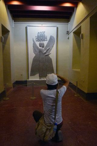 パサルガダエ宮殿跡レリーフのレプリカ