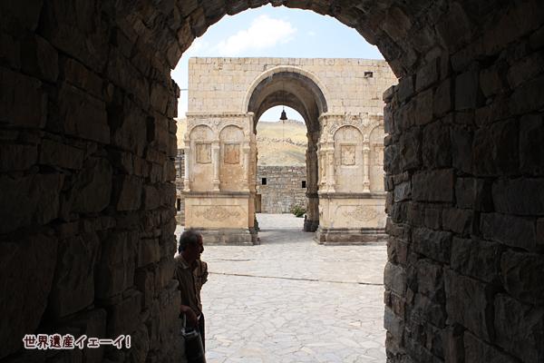 聖タデウス修道院入口