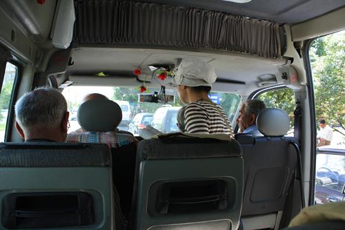 カイマクル行きミニバス