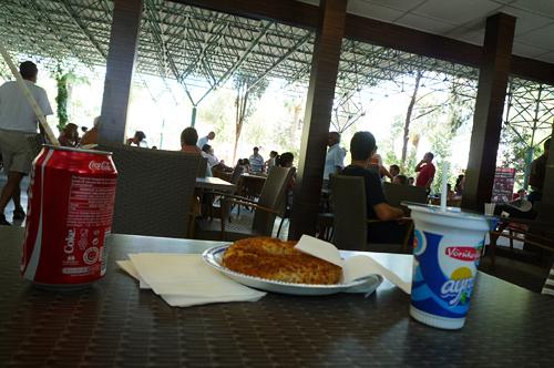 APOLO Caféでランチ