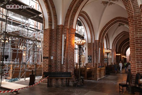 ロスキレ大聖堂内部
