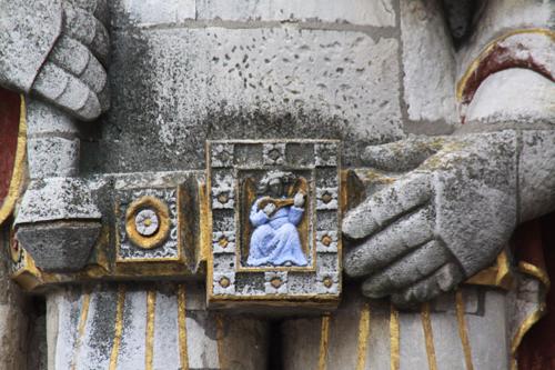 ローラント像のベルト