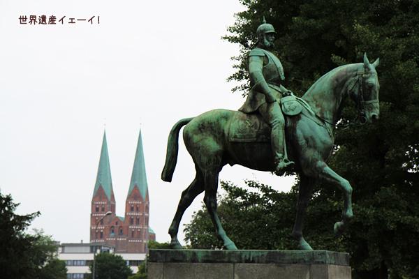マリエン教会と騎士像