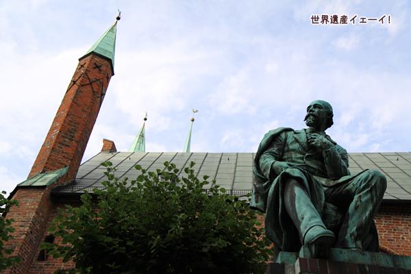 聖霊養老院とエマニュエル・ガイベル像