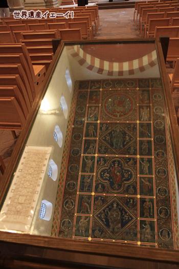聖ミカエル教会天井板絵