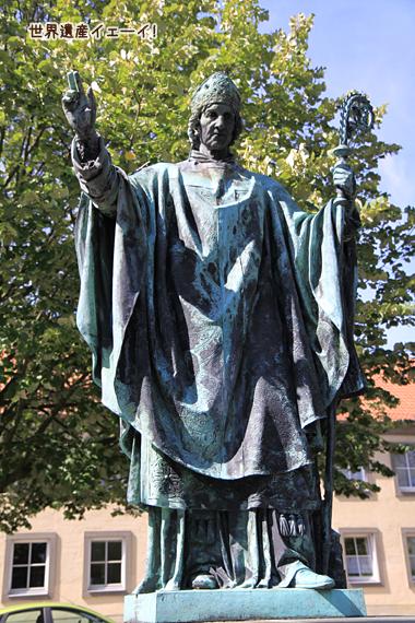 司教ベルンヴァルト像