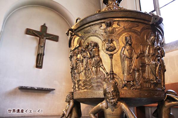 聖マリア大聖堂洗礼盤