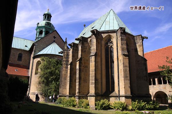 聖マリア大聖堂中庭