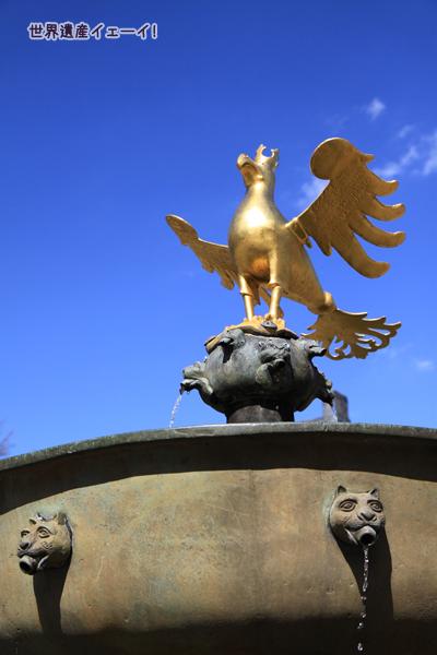 マルクト広場噴水、帝国の鷲