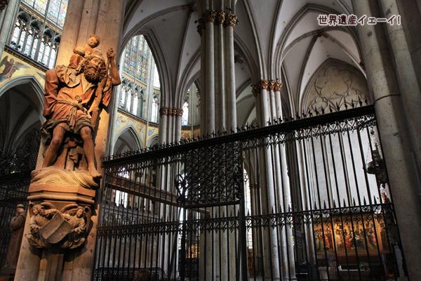 聖クリストフォロス像と町の守護聖人の祭壇画