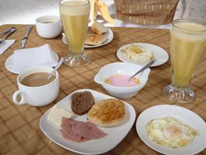 ウユニ塩湖ツアー朝食