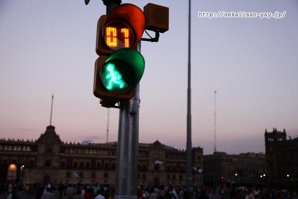 日没後のソカロ(憲法広場、中央広場)
