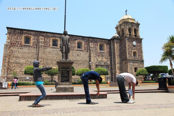 メキシコ町の広場で500発文字